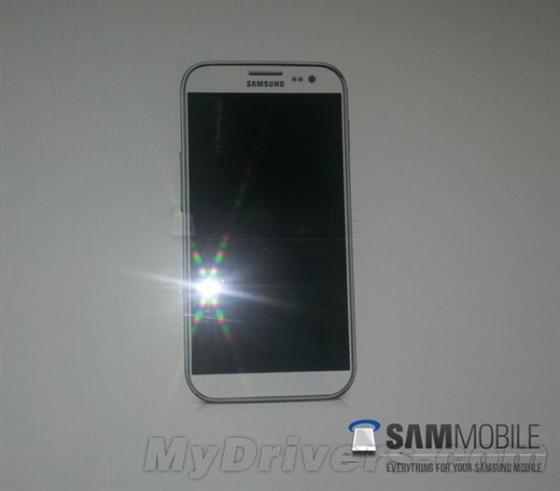 通过之前三星官方泄露的系统固件版本号来看,代号为i9500的终端为一款Android手机,同时从三星一贯的命名习惯来看,它应该就是传闻多时的Galaxy S4。