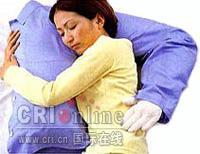 个性化设计:臂膀型枕头深受欢迎