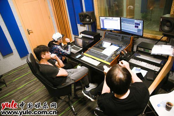 吴奇隆全新概念专辑异世界上线用音乐打造动漫世界