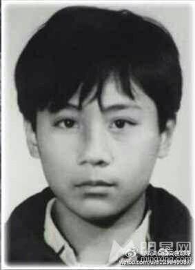 刘烨微博发起炫父大赛晒童年照历史感十足